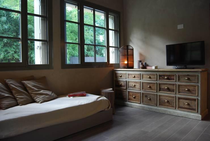 Dormitorios de estilo rústico de Architetto Silvia Giacobazzi
