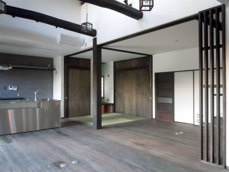 LDK: 青戸信雄建築研究所が手掛けたリビングです。
