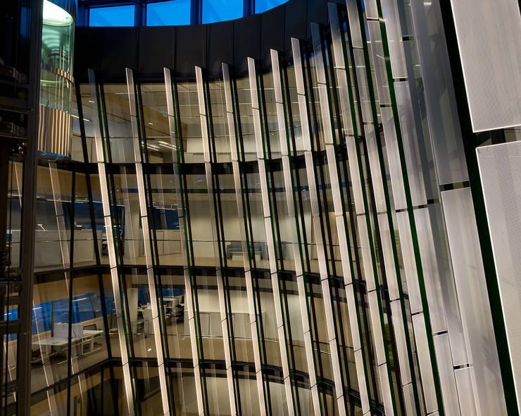 LUSÍNTESIS LIGHT ART: Edificios de oficinas de estilo  de Lighting Design Collective S.L.