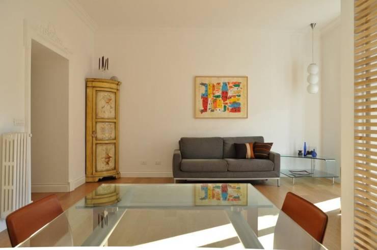 Progetto residenziale | Roma | Quartiere Trieste - 2010: Case in stile  di ar architetto roma, Moderno