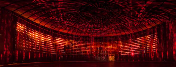 SILO 468 LIGHT ART HELSINKI: Espacios comerciales de estilo  de Lighting Design Collective S.L.