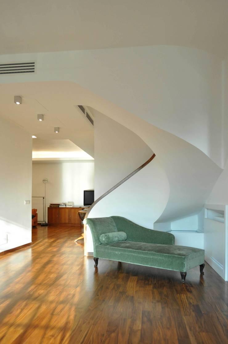 Progetto residenziale | Roma | Quartiere Talenti – 2013: Case in stile  di ar architetto roma,