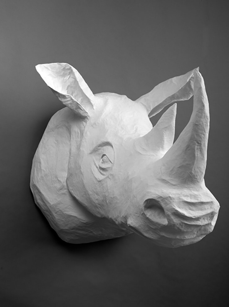 Trophées blancs en papier mâché: Art de style  par Marie TALALAEFF