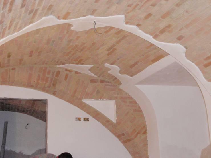 Pulitura volta: Case in stile  di  Massimo Ghirga Architetto
