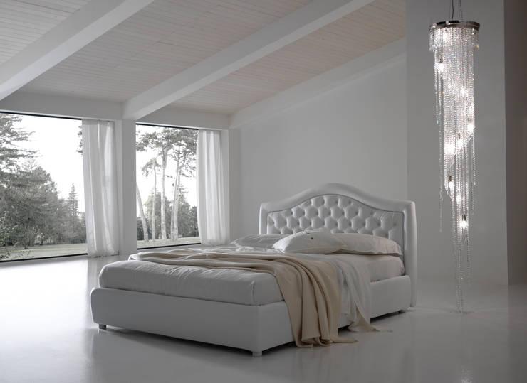 CAPRI: Camera da letto in stile  di Bolzanletti,