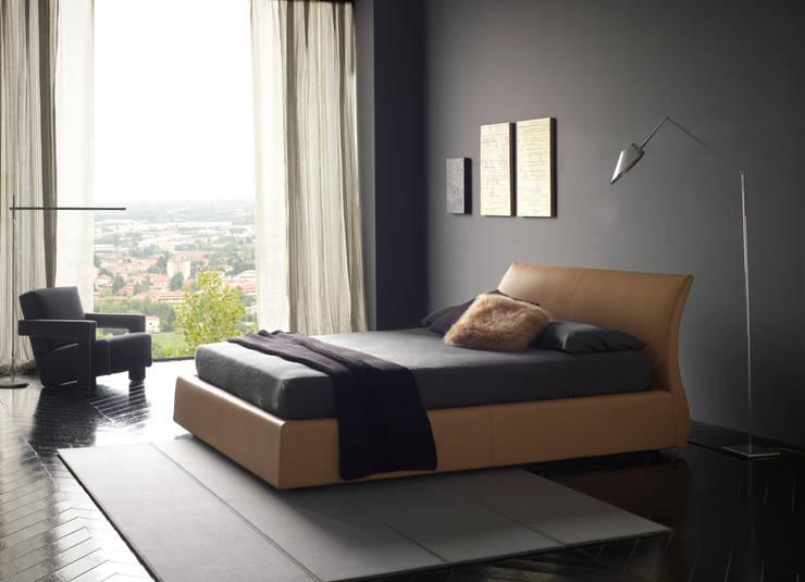 ELIOS: Camera da letto in stile in stile Moderno di Bolzanletti