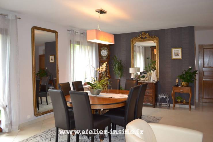 Salon et salle à manger d'un pavillon: Salon de style  par Atelier Inside