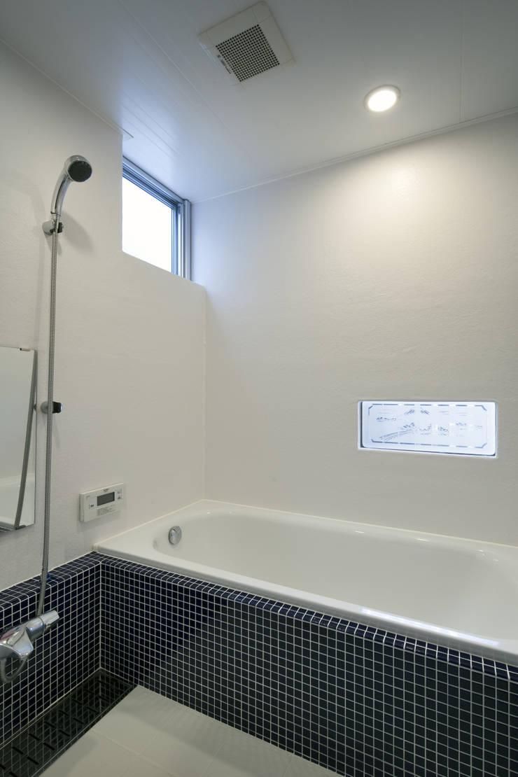 Bathroom by C lab.タカセモトヒデ建築設計, Eclectic