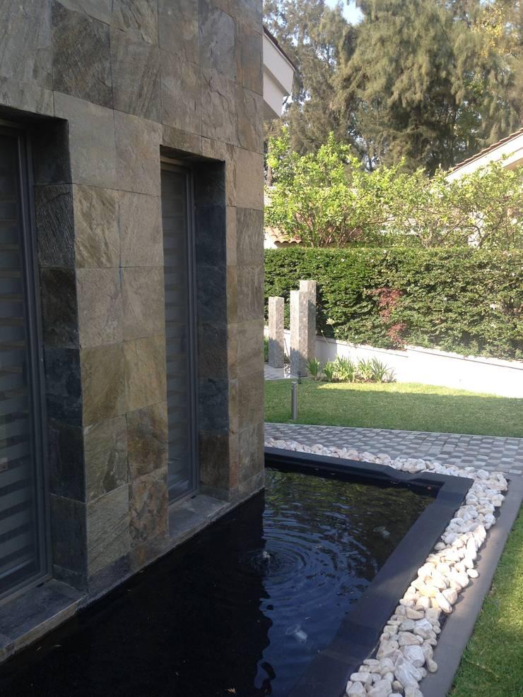 Club de Golf Santa Anita: Jardines de estilo  por Arki3d