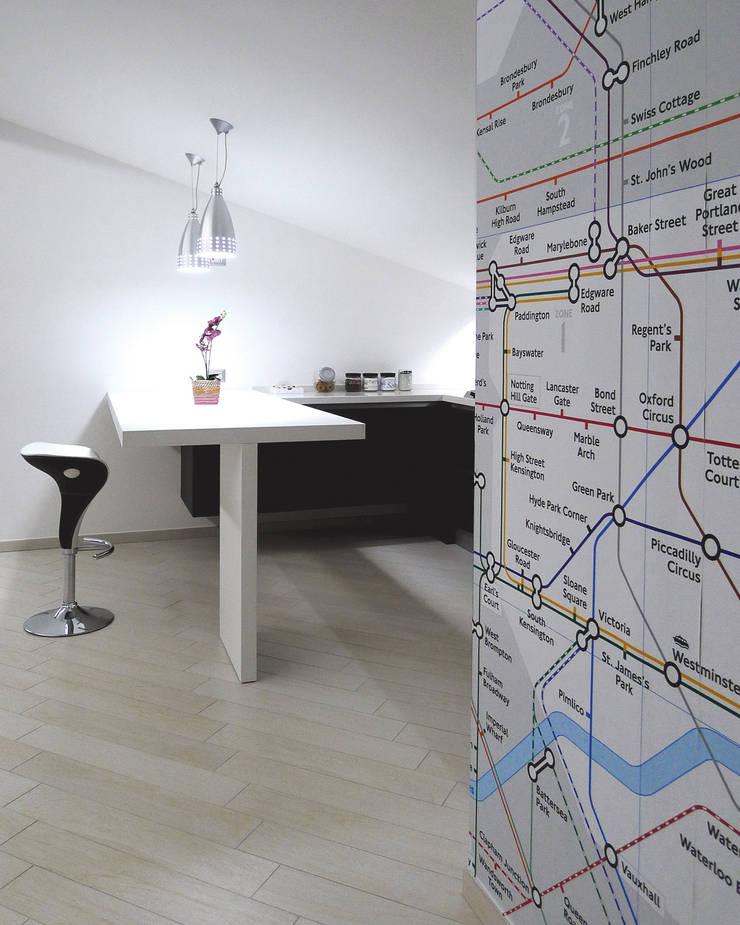 Zona cucina pranzo: Case in stile  di STUDIO LAR, Moderno