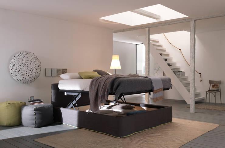 SUN CHIC: Camera da letto in stile  di Bolzanletti