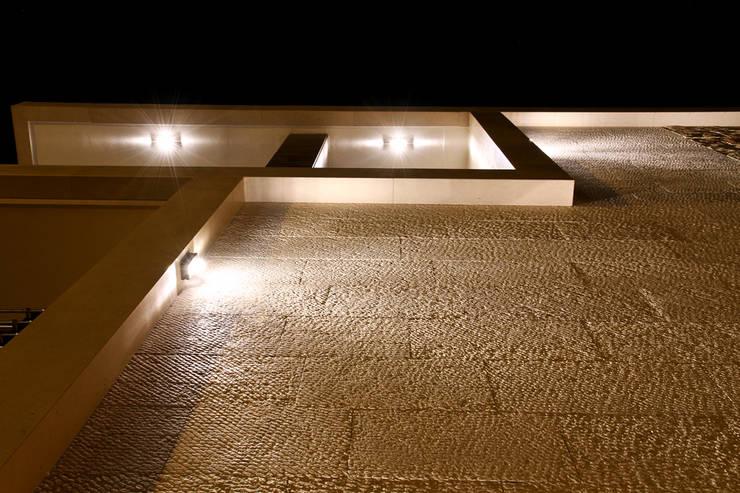 LA PALAZZINA IN PIETRA:  in stile  di GIAMMARIO ARCHITETTI