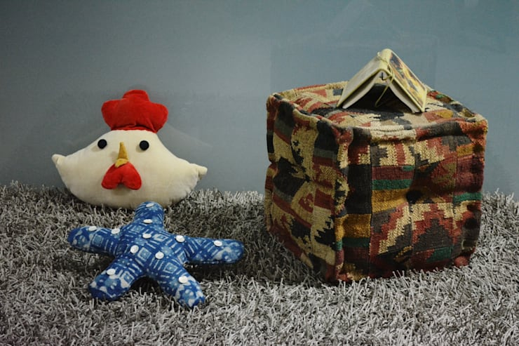 Ottomans Poufs:  Living room by Natural Furnish