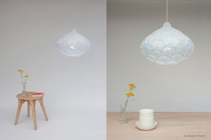 Airy:  Living room by 24° Studio