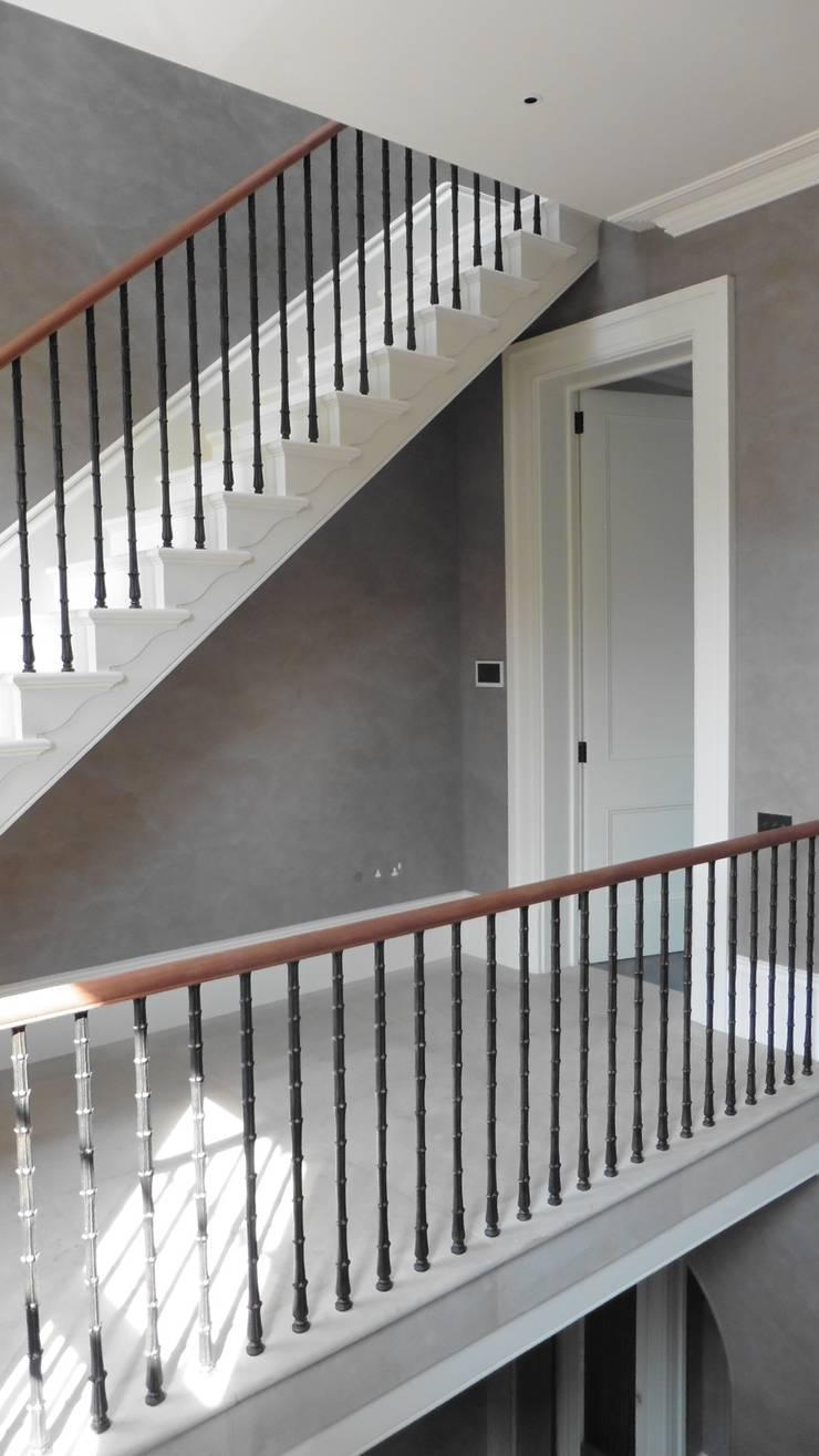 Dawson Place, Hopton Staricase & flooring:  Corridor & hallway by Britannicus Stone