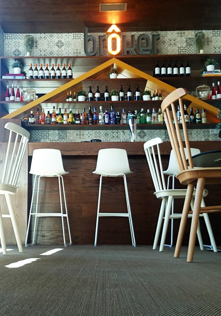 Restaurante Broker Café: Bares y Clubs de estilo  de Vade Studio SC
