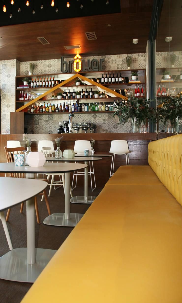 Interior restaurante: Bares y Clubs de estilo  de Vade Studio SC