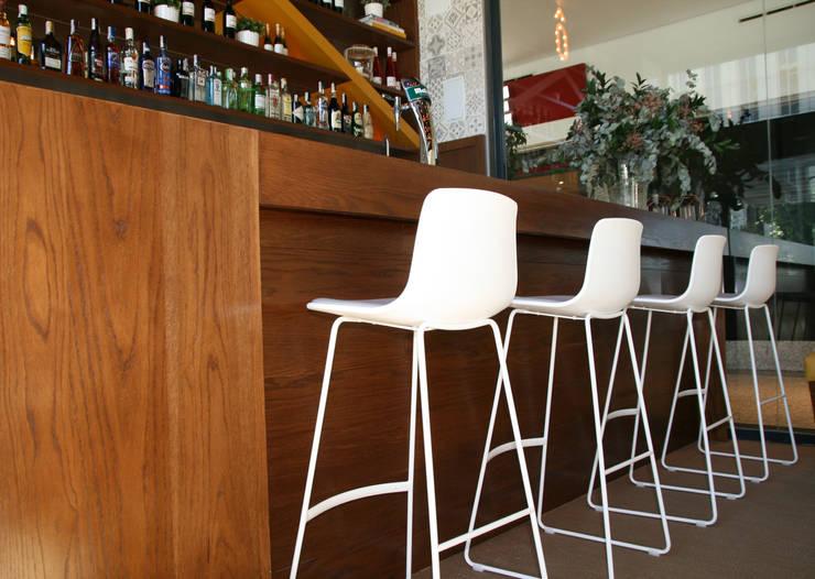 Barra: Bares y Clubs de estilo  de Vade Studio SC