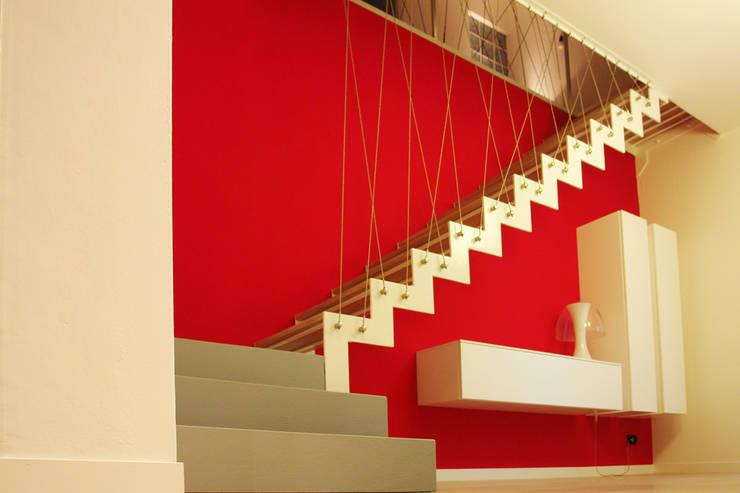 Crossroads Stair: Ingresso & Corridoio in stile  di PIETRO BOLIS, architetto
