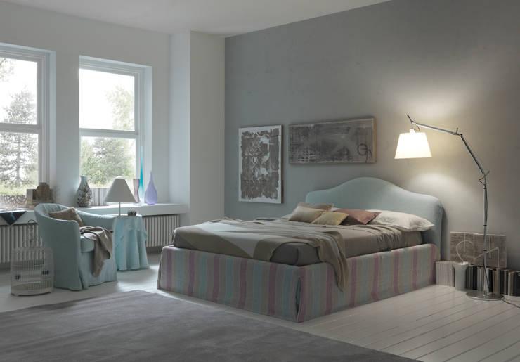 VANITY: Camera da letto in stile  di Bolzanletti