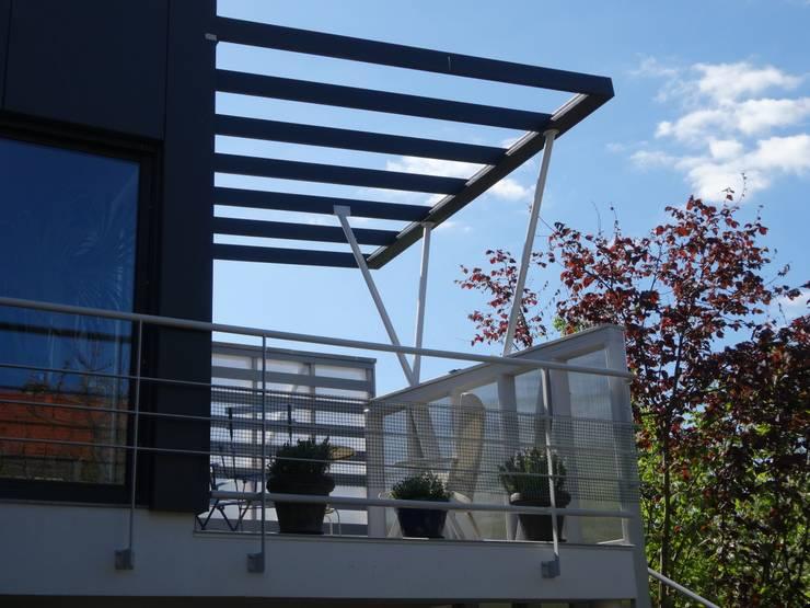 Maison à Antony: Maisons de style de style Moderne par ATO ARCHITECTURE