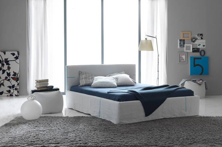 METROPOLITAN CHIC: Camera da letto in stile  di Bolzanletti