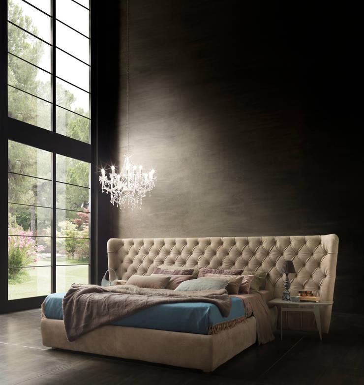 SELENE EXTRA LARGE: Camera da letto in stile  di Bolzanletti