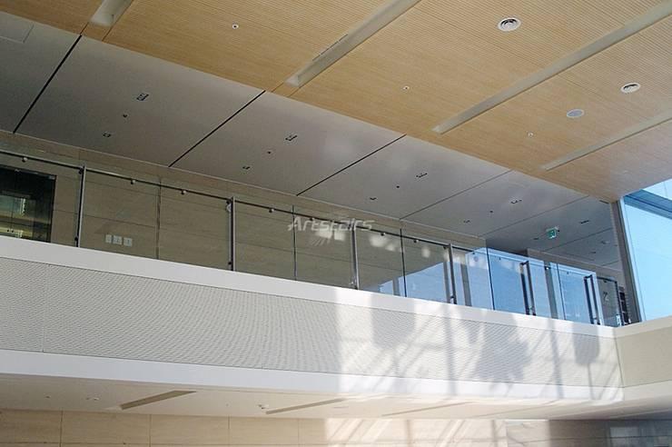 ARTSTAIRS: Artstairs의  복도, 현관 & 계단