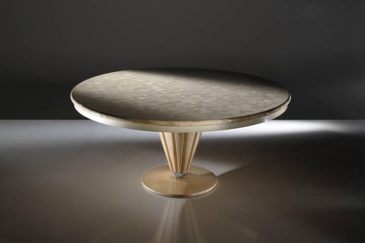 Tavolo Leaves Collection: Soggiorno in stile  di Atelier Mo.Ba.