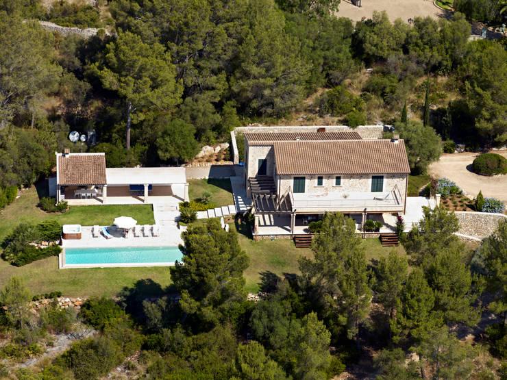 Casas de estilo  por Jaume March Muntaner