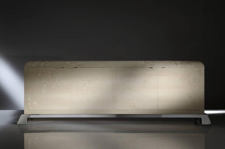 Credenza Leaves Collection: Soggiorno in stile  di Atelier Mo.Ba.