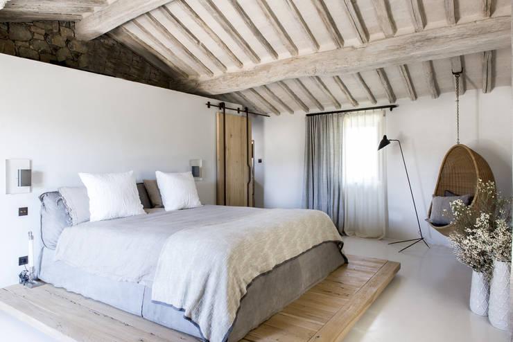 Camera da letto in stile in stile Mediterraneo di dmesure