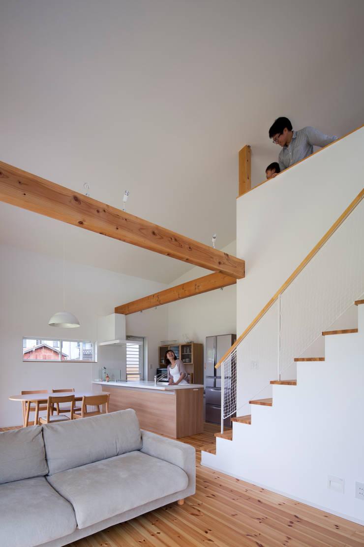 Living room by C lab.タカセモトヒデ建築設計,