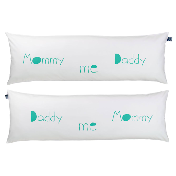 """One Pillow """"Mommy Daddy me"""": styl , w kategorii Sypialnia zaprojektowany przez Mr&Mrs Sleep,"""