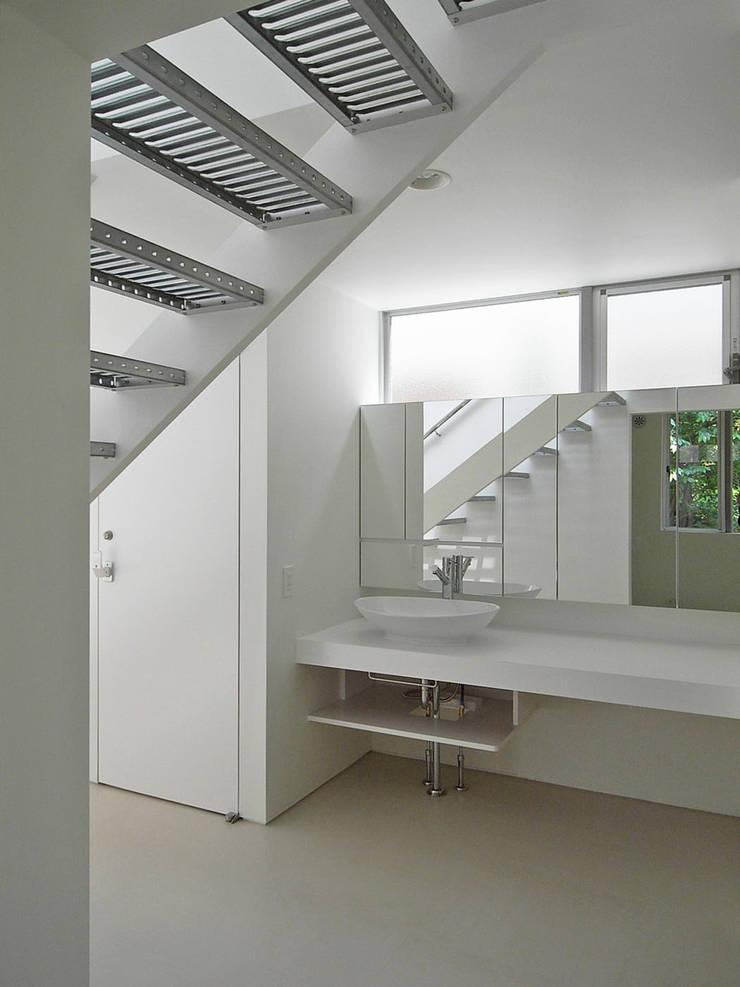洗面台: 小田宗治建築設計事務所が手掛けた浴室です。,