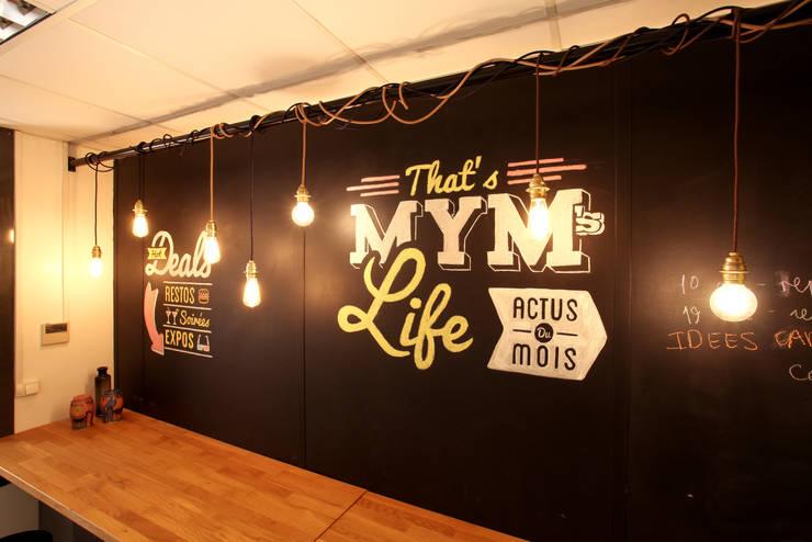Mur ardoise : Bureaux de style  par Insides