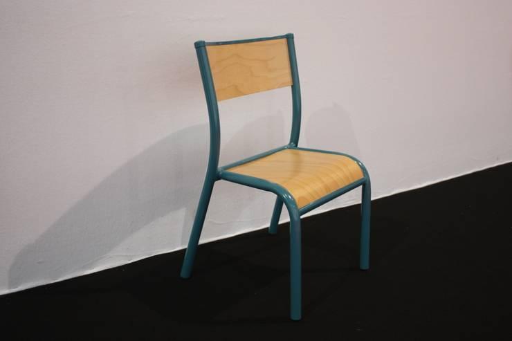La 510 Originale, chaise enfant.: Chambre d'enfants de style  par Label Edition