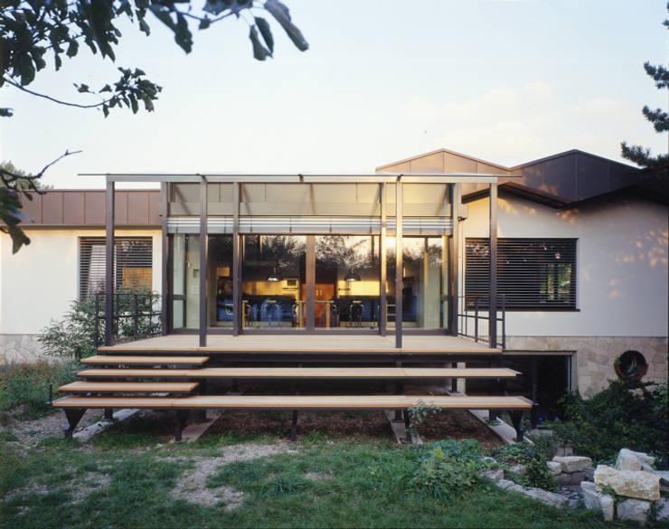 Veranda:  Terrasse von tredup Design.Interiors