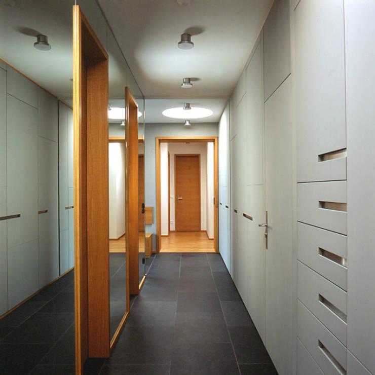 Коридор и прихожая в . Автор – tredup Design.Interiors