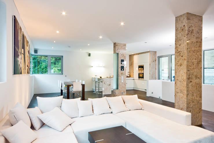غرفة المعيشة تنفيذ Helwig Haus und Raum Planungs GmbH
