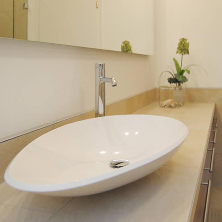 Bathroom by FÜRST ARCHITECTS GmbH