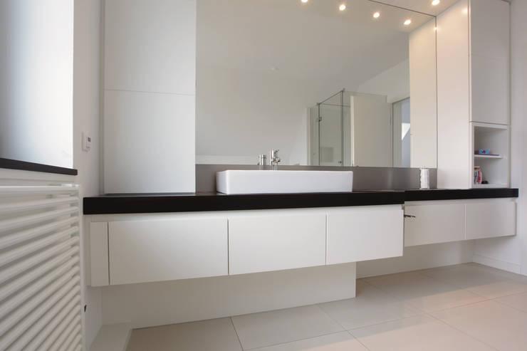 Bad - Sanierung:  Badezimmer von Müller Tischlerei GmbH&Co KG