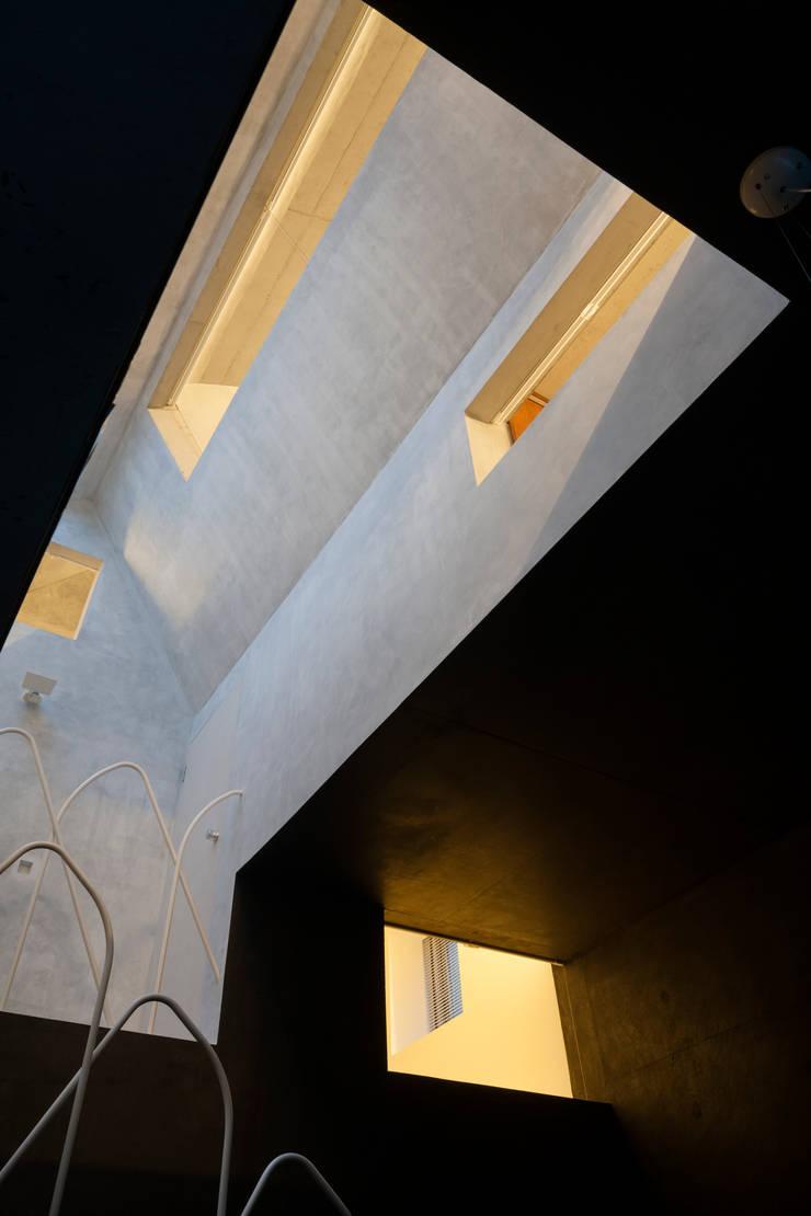 内の家: 坂牛卓一級建築士事務所+O.F.D.A./Taku Sakaushi architects + O.F.D.A.が手掛けた家です。