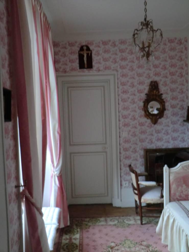 Au coeur de la Champagne, dans une magnifique gentilhommière… .: Chambre de style de style Classique par OSEZ décorer