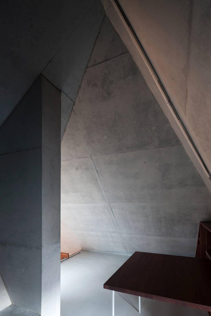 内の家: 坂牛卓一級建築士事務所+O.F.D.A./Taku Sakaushi architects + O.F.D.A.が手掛けた家です。,