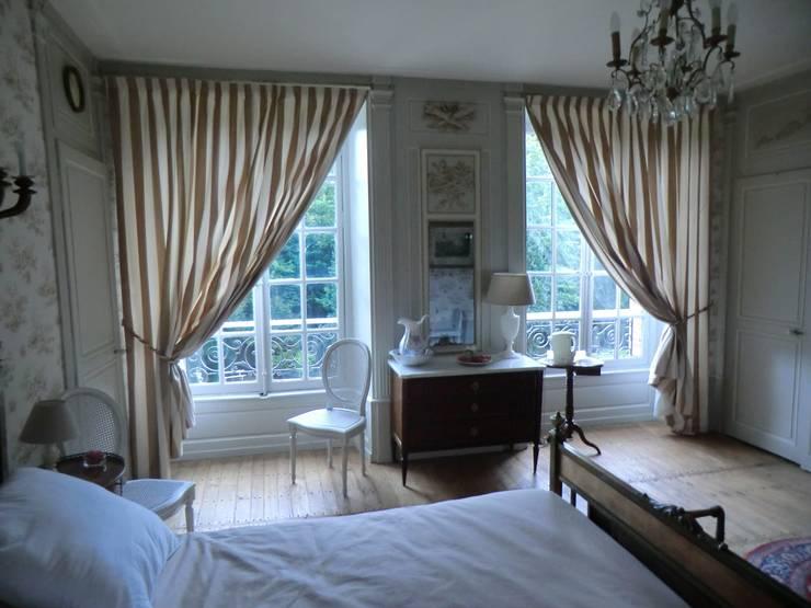 Au coeur de la Champagne, dans une magnifique gentilhommière....: Chambre de style de style Classique par OSEZ décorer