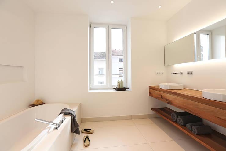 Casas de banho minimalistas por eva lorey innenarchitektur