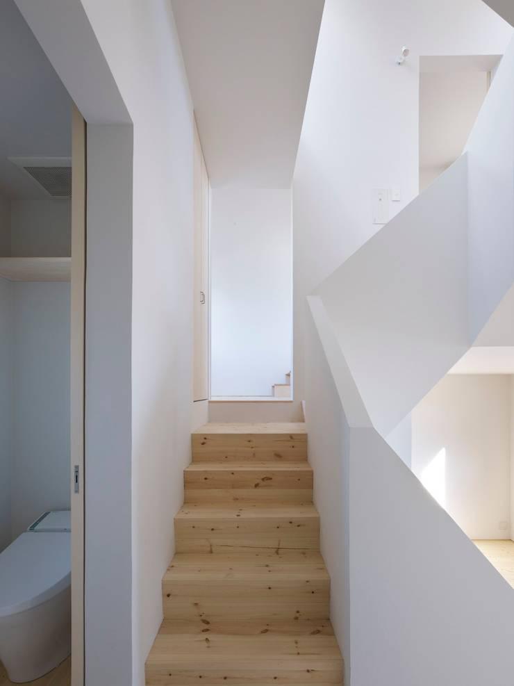 青戸の住宅: ハイランドデザイン一級建築士事務所が手掛けた廊下 & 玄関です。
