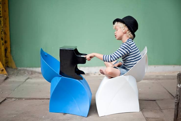 flux Junior - Sessel für Kinder: moderne Kinderzimmer von flux-store.de
