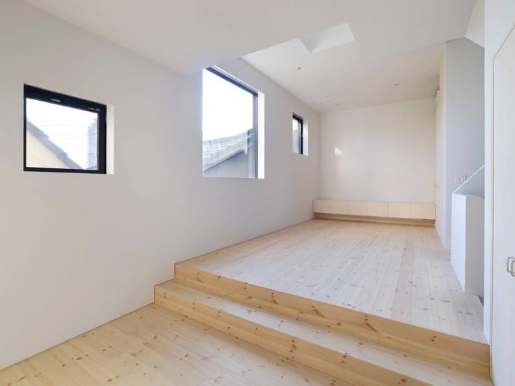 青戸の住宅: ハイランドデザイン一級建築士事務所が手掛けたリビングです。
